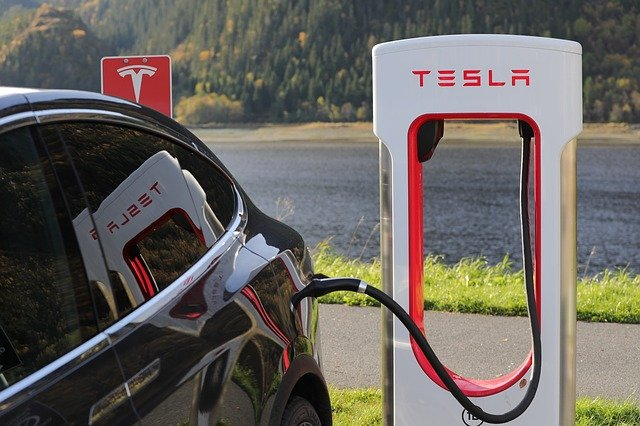 Tesla falls as its share pegs to Bitcoin's value